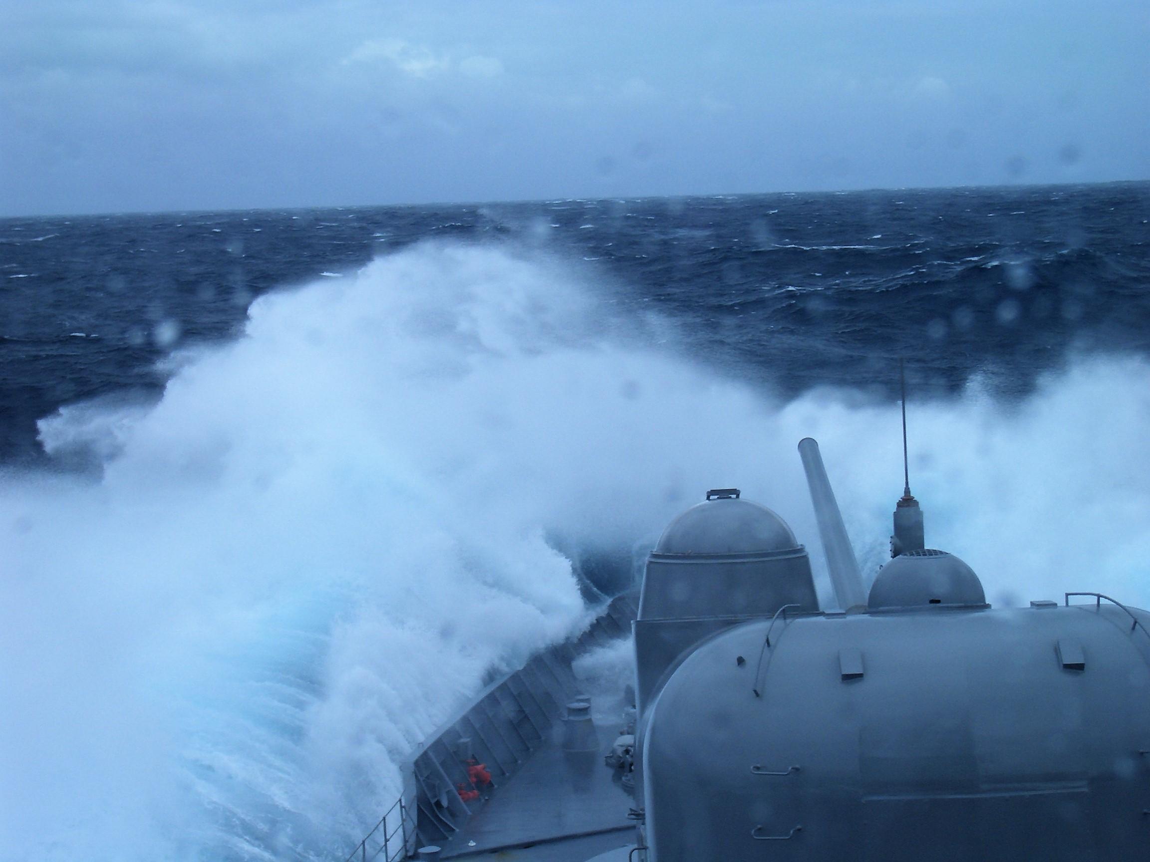 護衛艦乗員の皆様、ご愁傷様です...三度週末に台風19号襲来です!!~令和初の観艦式も一部中止~
