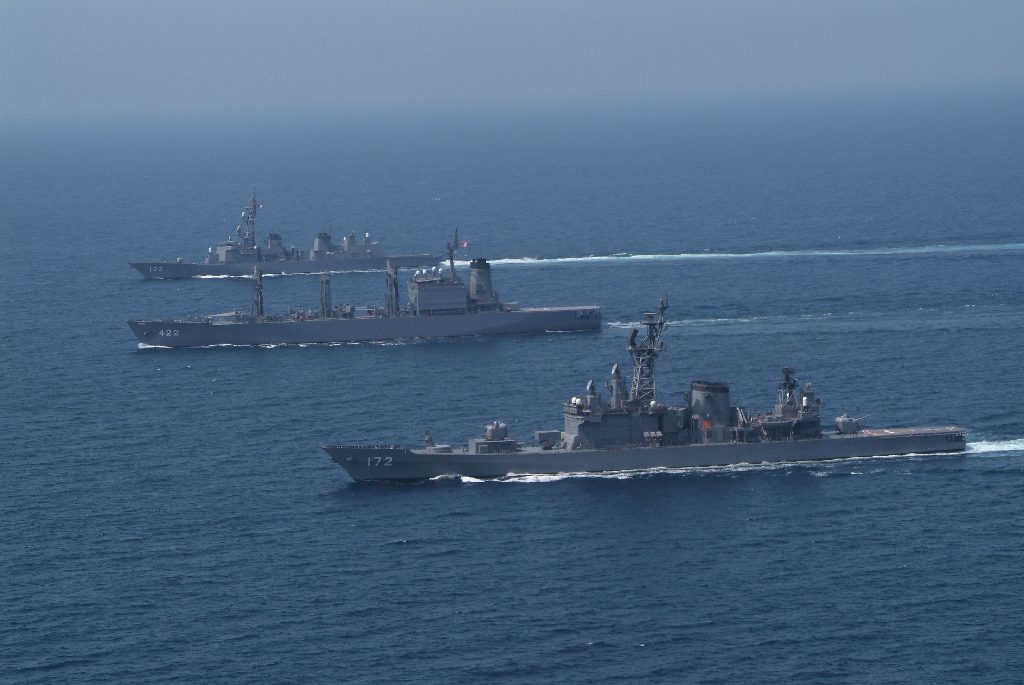 海上自衛隊の転勤と転属の違い