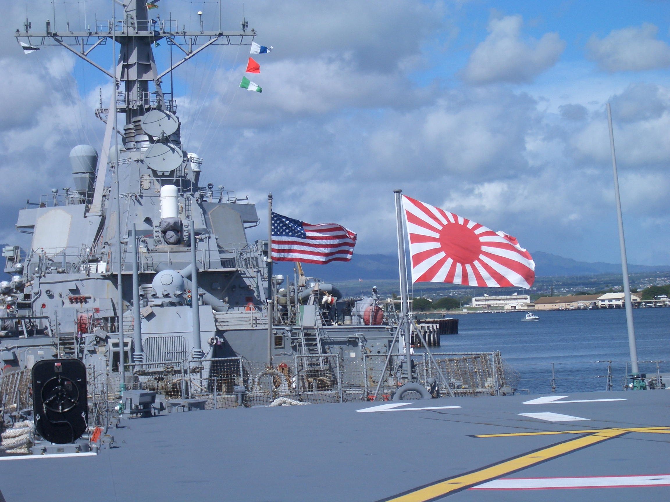 国際法でも認められた国籍を示すための自衛艦旗(軍艦旗)