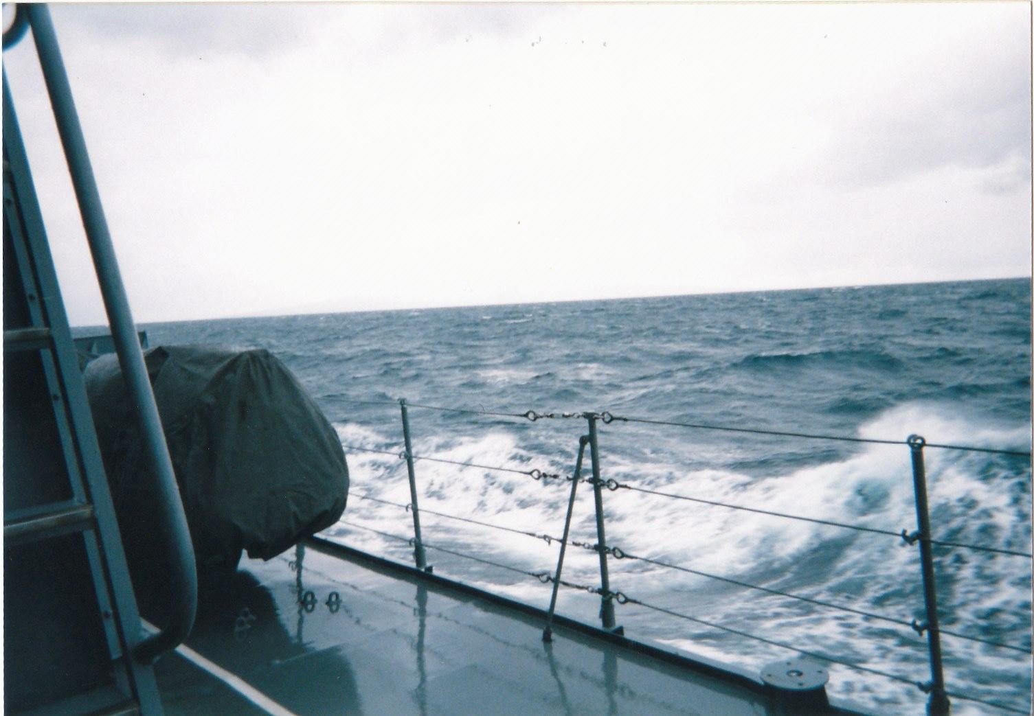 海上自衛隊 護衛艦生活 投錨での入港について  (海上自衛隊 護衛艦乗りの皆様、台風シーズン到来ですね...補足記事)